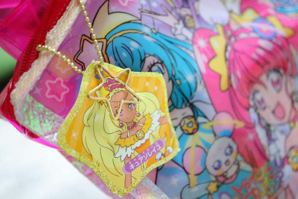 スター☆トゥインクルプリキュア おしゃれ☆ きらきらスターがたバッグにキュアソレイユのチャームを付けた
