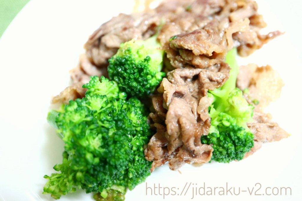 牛肉と一緒に炒めた冷凍ブロッコリー