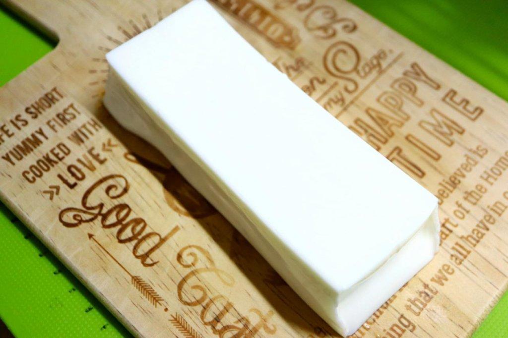 まな板の上に置かれたパンダ杏仁豆腐