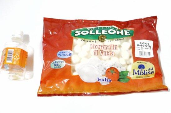 ソルレオーネモッツァレラチーズとペットボトルの大きさ比較