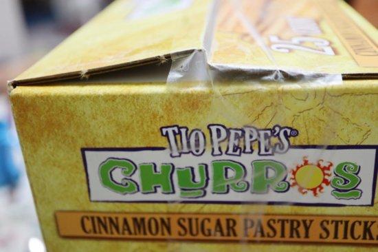 箱が開きかけているコストコの冷凍チュロスTIO PEPES CHURROS