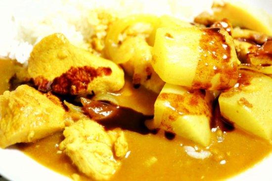 甘口カレーが熟辛なカレーになっちゃうソースをかけたカレーライス