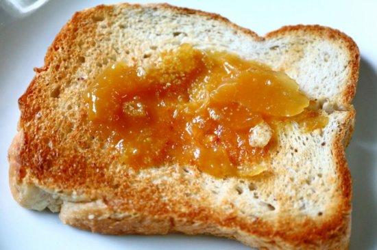 食パンに練りこまれたカークランドのくるみ