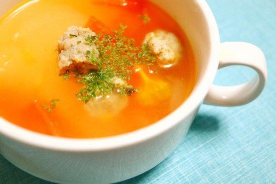 スープに入ったチキンリンクス