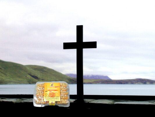 十字架とワッフル