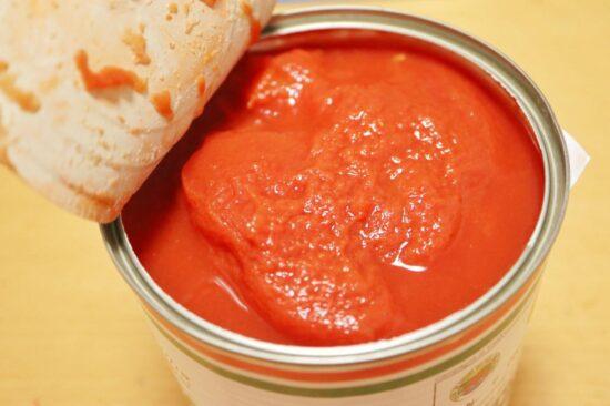 トマト缶のフタを開けたところ