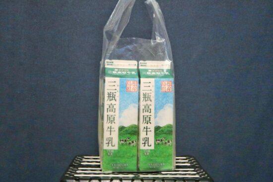 袋に入って販売されている三瓶高原牛乳