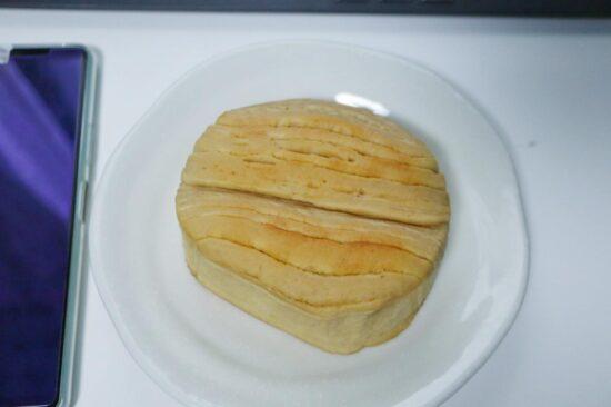 袋から出した低糖質パン