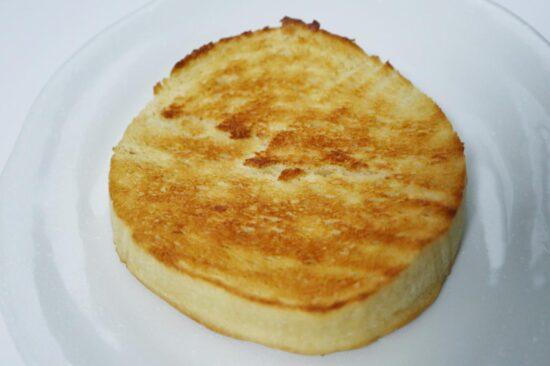 トースターで焼いた低糖質パン