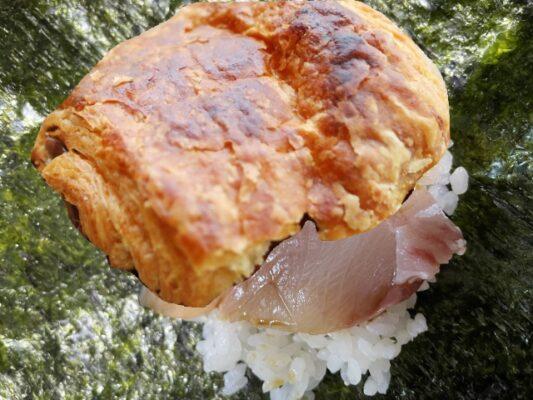 タイを挟んだパンオショコラ