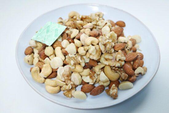 素焼きミックスナッツの全量