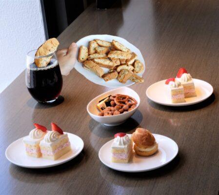 ラウンジの軽食とアーモンドカントゥッチーニ